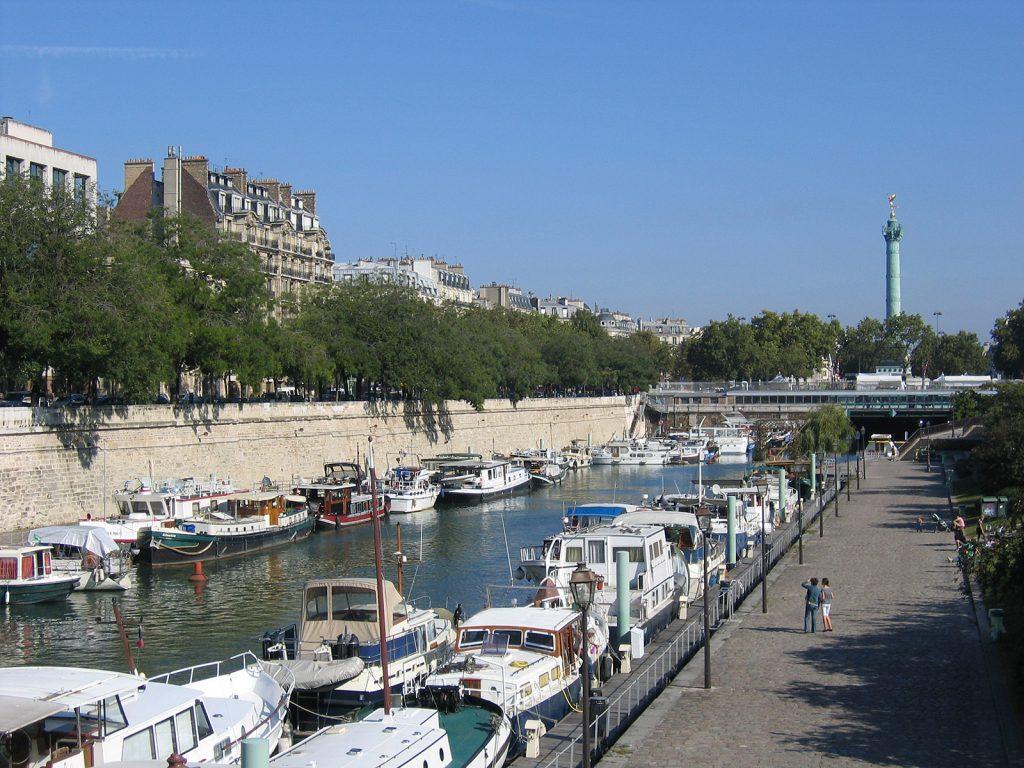 Unser Liegeplatz direkt an der Place de la Bastille (Foto Peter Vögtlin)