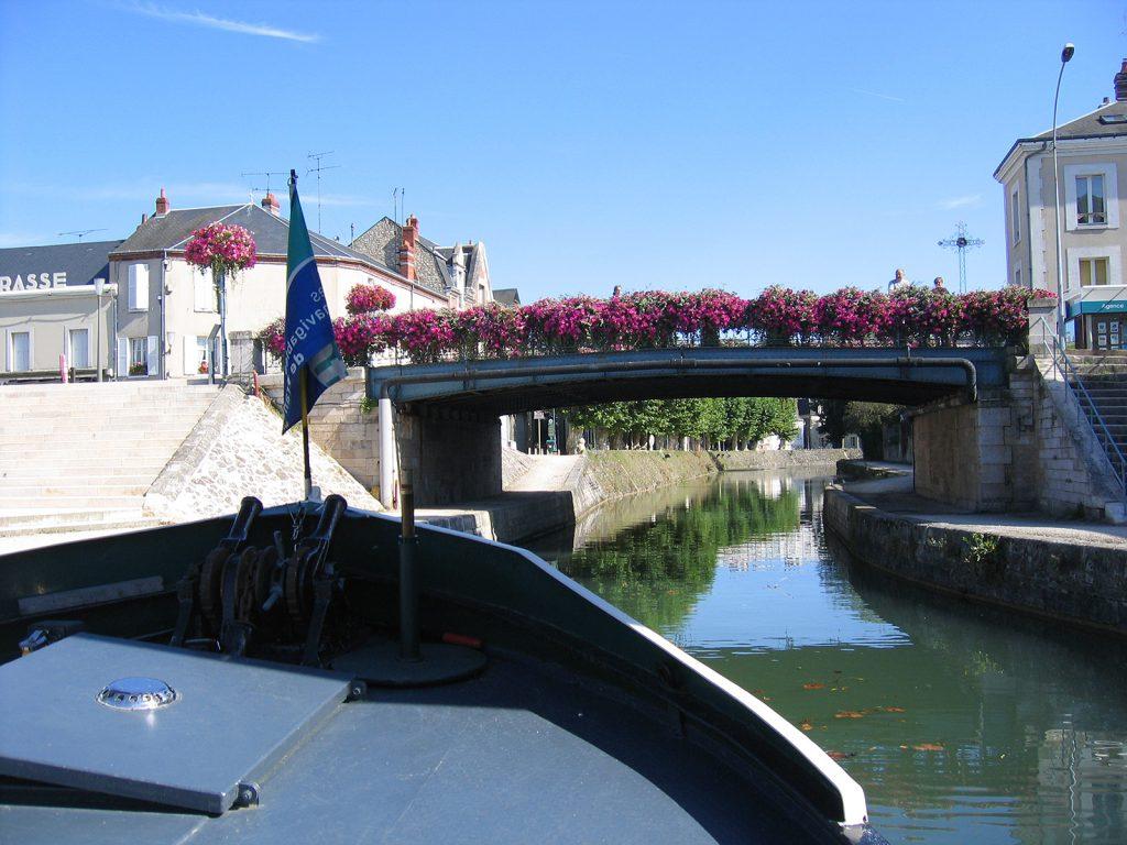 Der Canal du Loing führt mitten durch Montargis (Foto Peter Vögtlin)