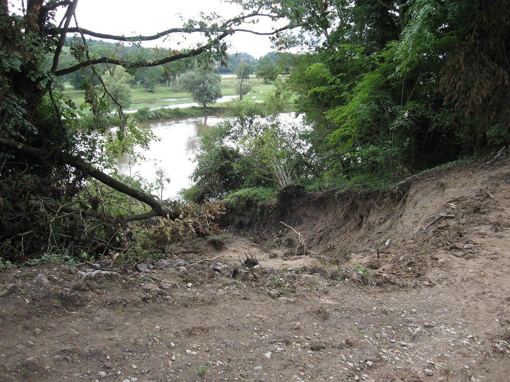 Der gebrochene Kanaldamm bei Briennon (Foto Karen Greenfield)