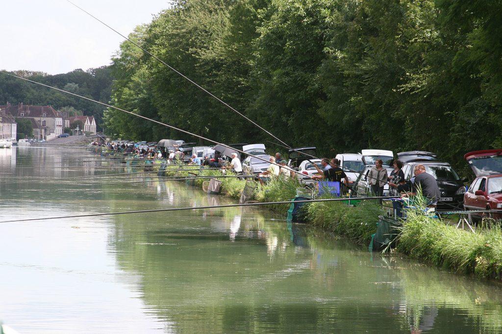 Wettfischen am Canal de Bourgogne