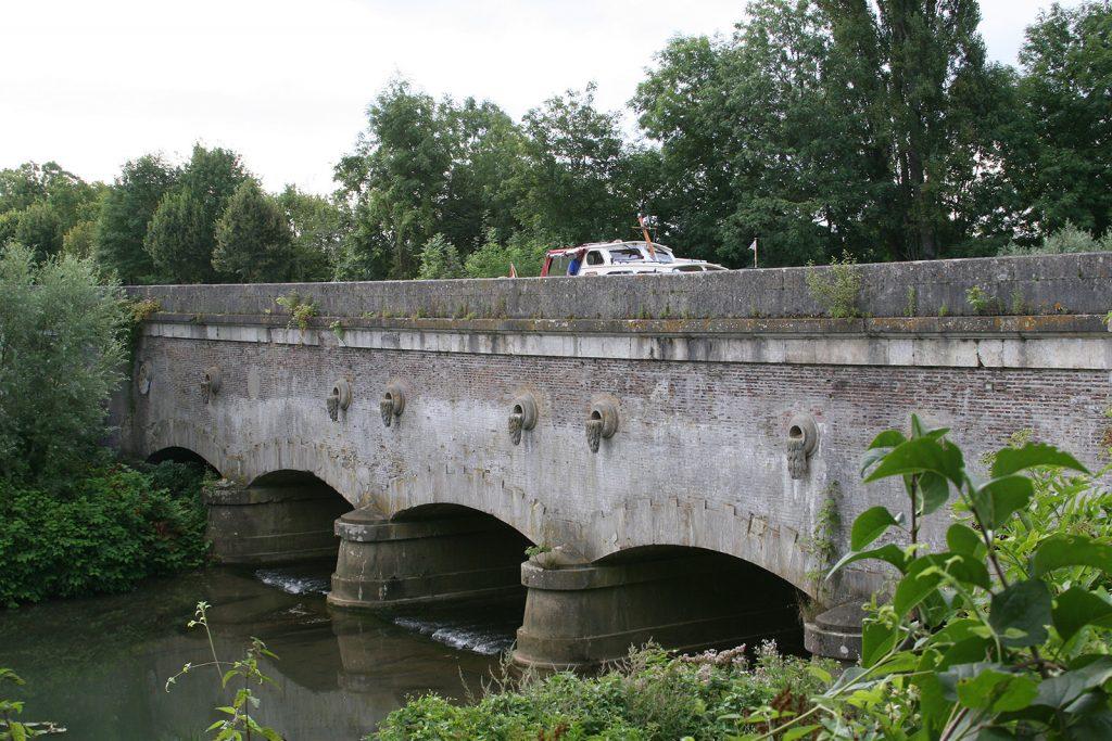 Kanalbrücke (Ende 18. Jhdt.) über die Armance bei St-Florentin