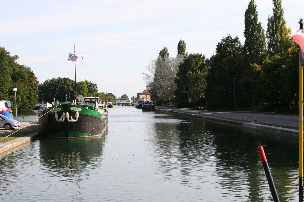 Einfahrt in den Hafen von Dijon