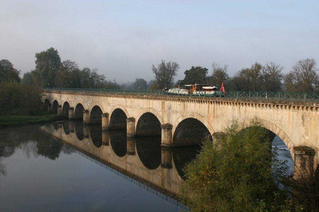 Die Kanalbrücke über die Loire bei Digoin