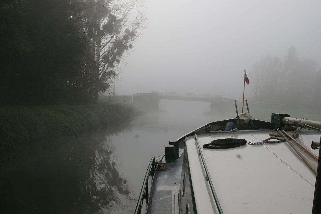 Im Morgennebel vor der ersten Schleuse des Canal de Roanne à Digoin