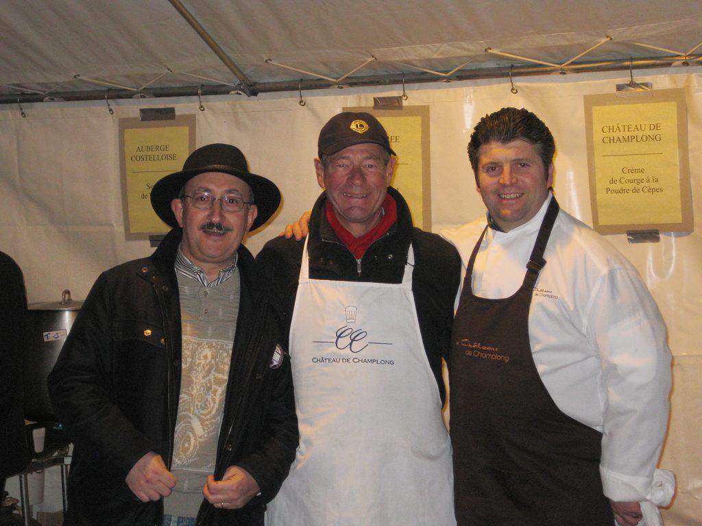Bernard Demeure-Besson, Präsident des Lions Club Roanne, Christian als Kochgehilfe, Küchenchef Olivier Boizet