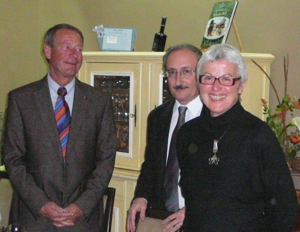 Zusammen mit Bernard Demeure-Besson, dem Präsidenten des Lions-Club Roanne