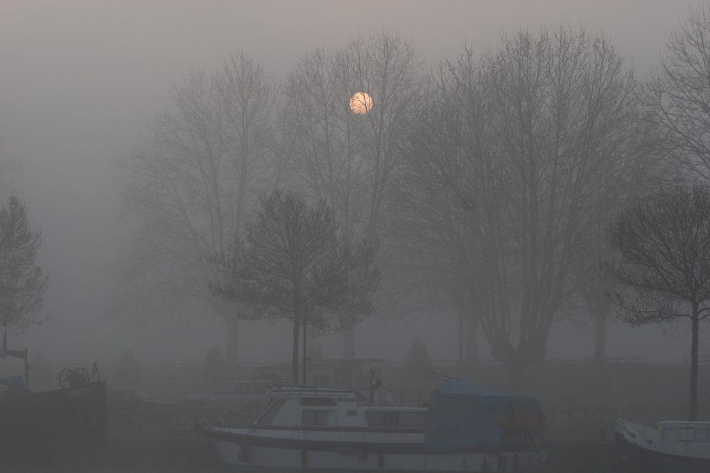Morgennebel im Hafen von Roanne