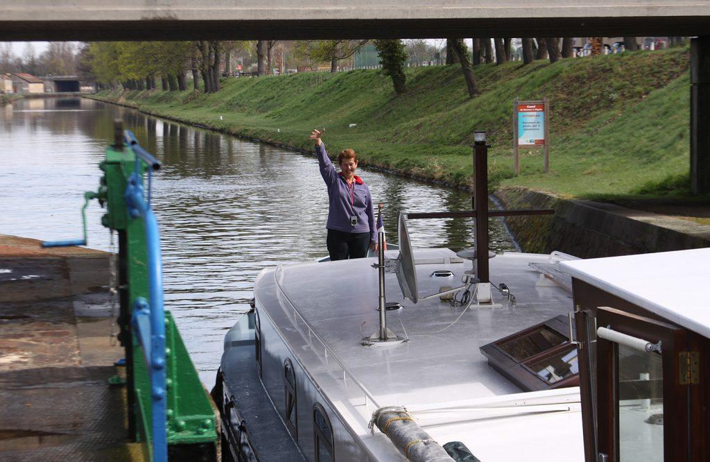 «Sable» fährt aus der Hafenschleuse aus