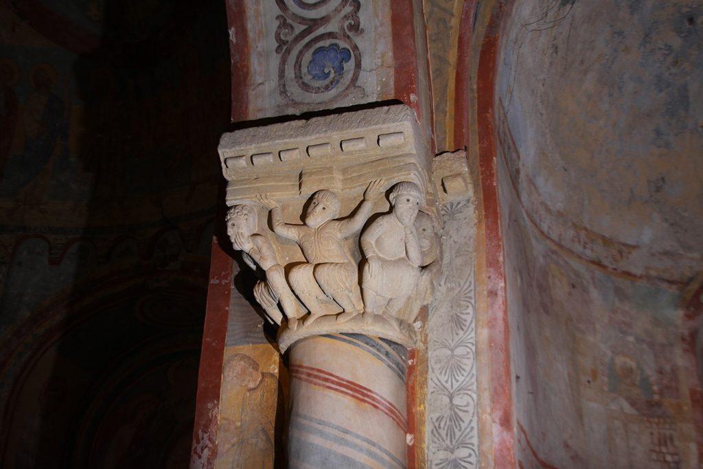 Kapitell in der Kirche von Anzy-le-Duc
