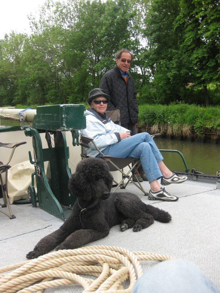 André und Agnes Dubs mit Königspudel Luca