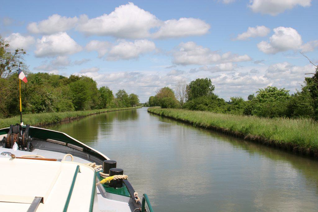 Genussvolle Fahrt auf dem Canal latéral à la Loire