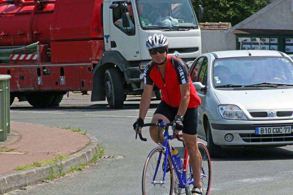 Christian mit seinem geliebten Rennvelo im französischen Strassenverkehr
