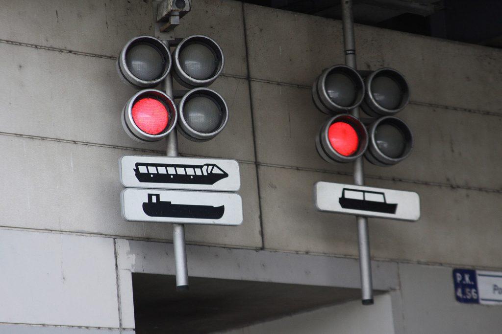 Signalisation der Schleuse zum Port Arsenal