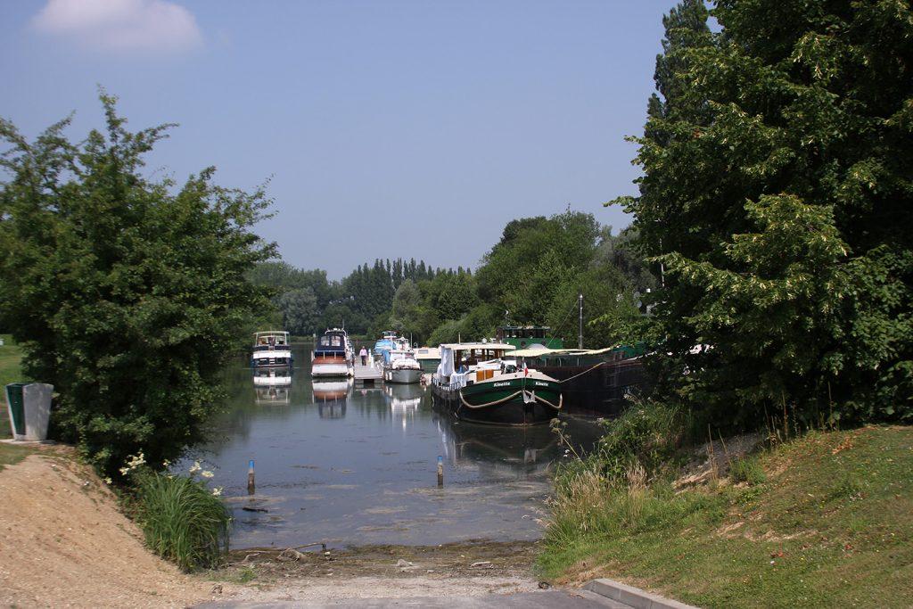 Im Sportboothafen von Péronne