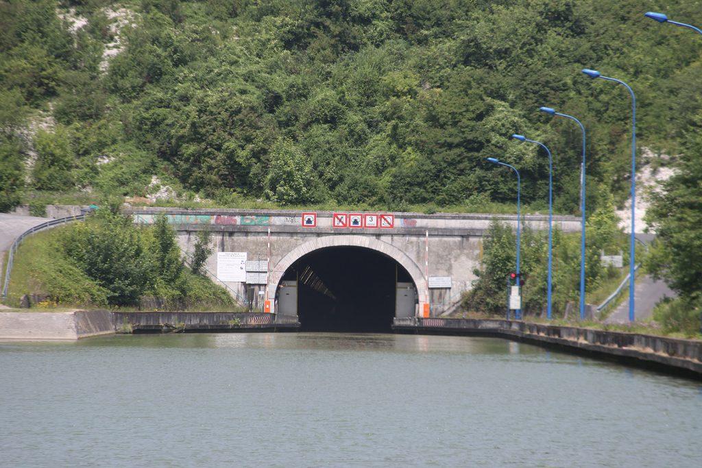Vor dem Ruyaulcourt-Tunnel