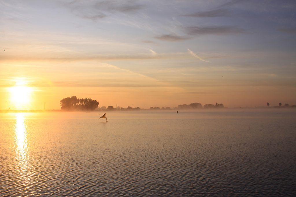 Sonnenaufgang im Jachthafen von Nieuwpoort