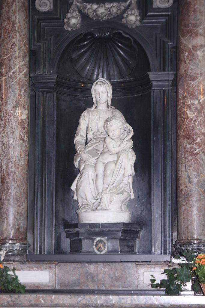 Maria mit Kind von Michelangelo in der Église Notre Dame in Brügge