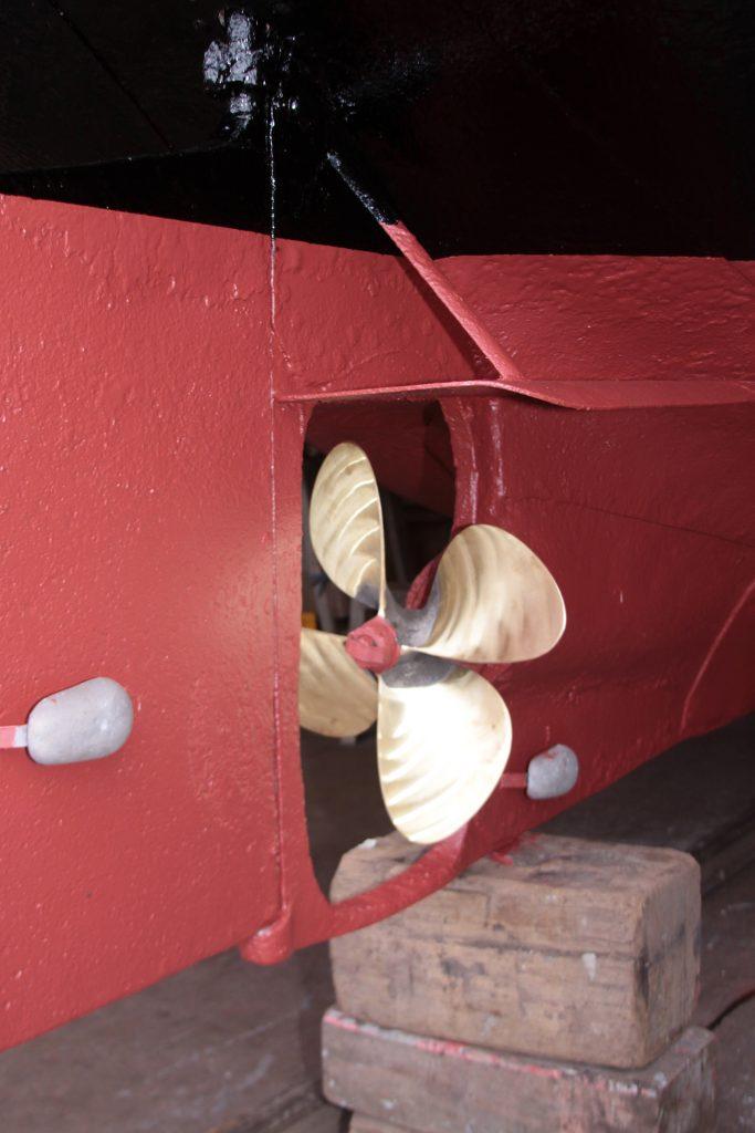 Die Schiffsschraube ist aus der Reparatur zurück
