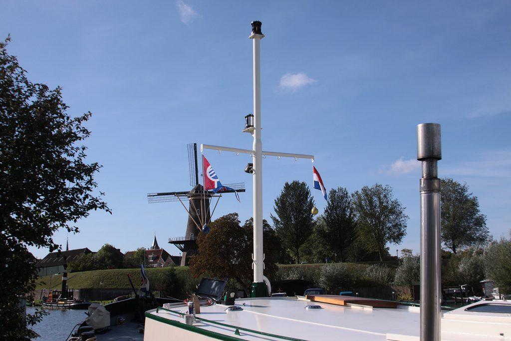 Der neue Mast ist fertig