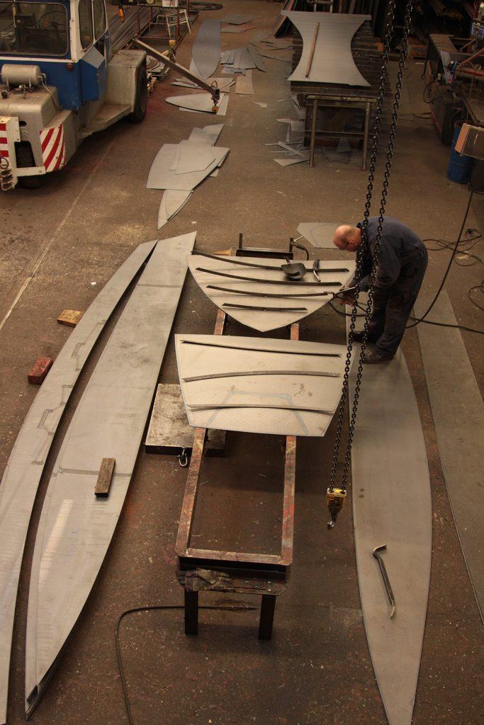 Die Stahlplatten sind nach dem «Schnittmuster» zugeschnitten