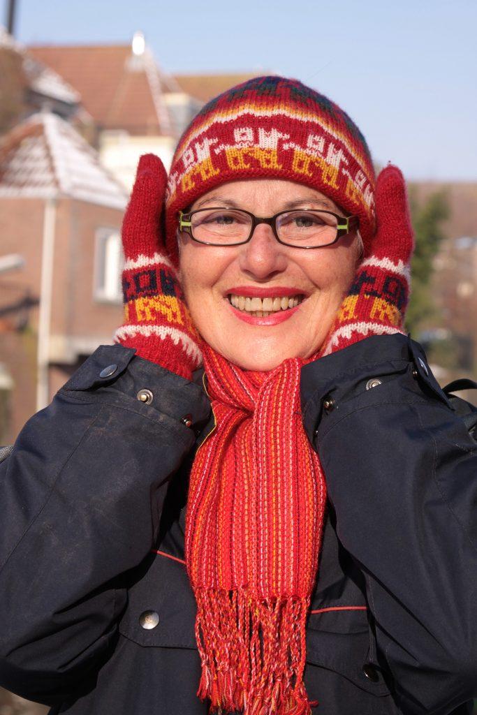 Bolivianisches Outfit im niederländischen Winter
