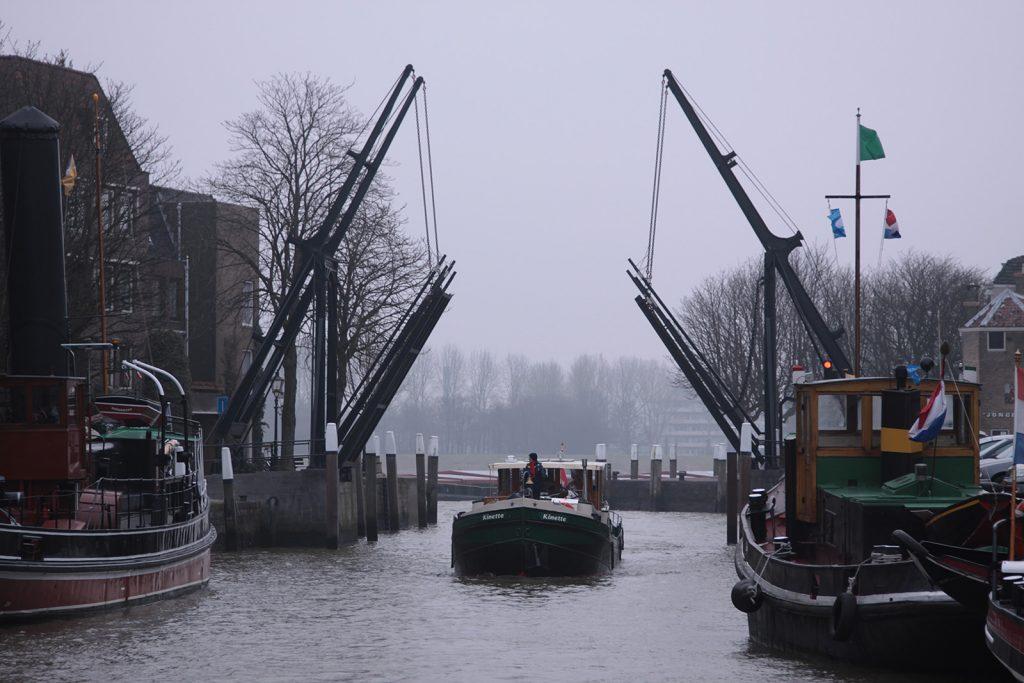 Einlaufen in den Wolwevershaven Dordrecht