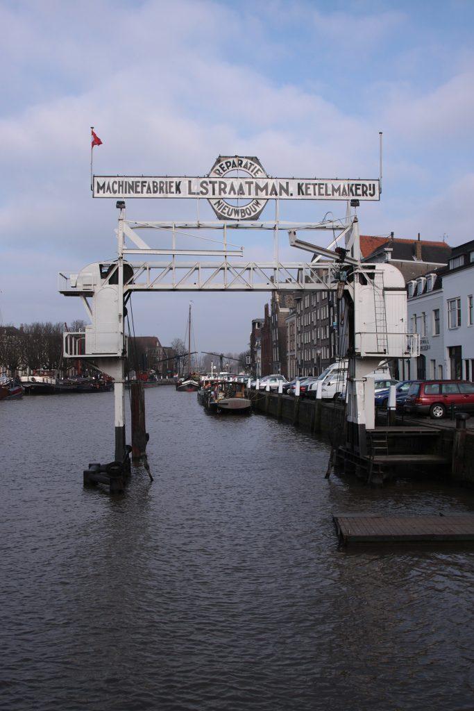 Der über 80jährige Schiffshebekran