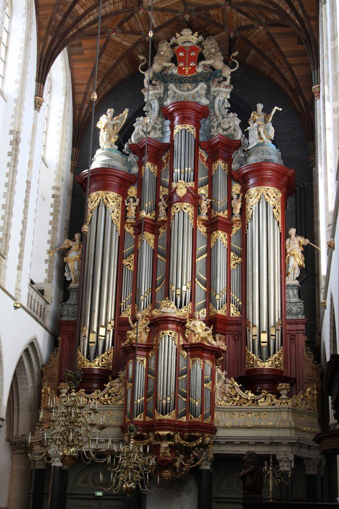 Die mächtige Orgel der Sint Bavo-Kirche