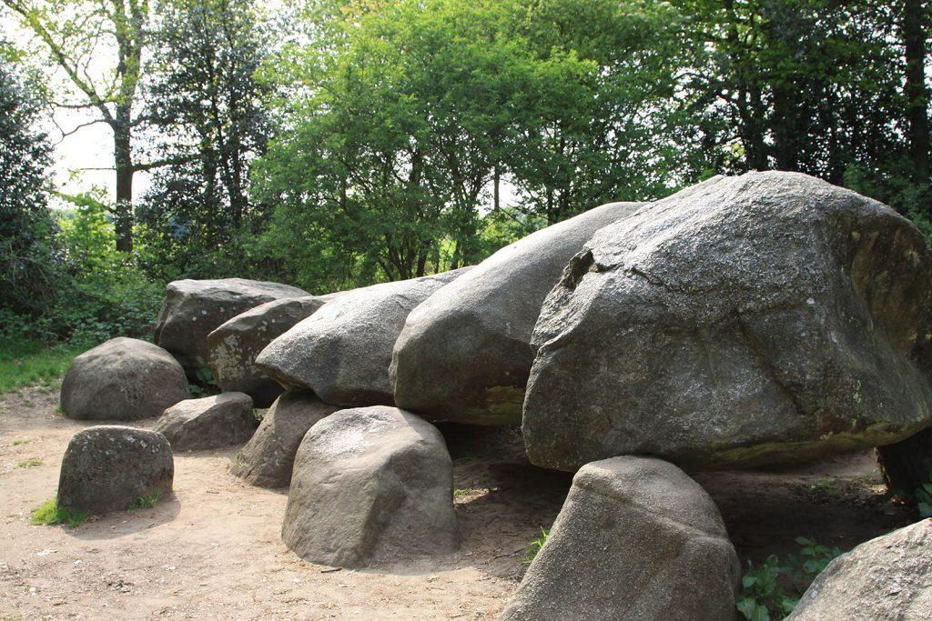 Hünengrab aus der Trichterbecherkultur (5000 v. Chr.)