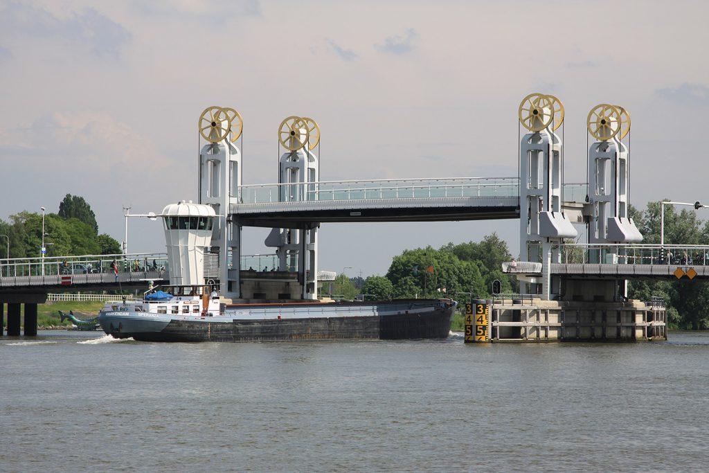 Die Hebebrücke über die Gelderse IJssel in Kampen