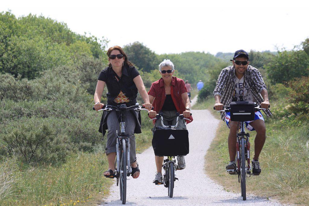 Charlotte, unsere Tochter Annette und ihr zukünftiger Mann Miguel unterwegs auf Schiermonnikoog