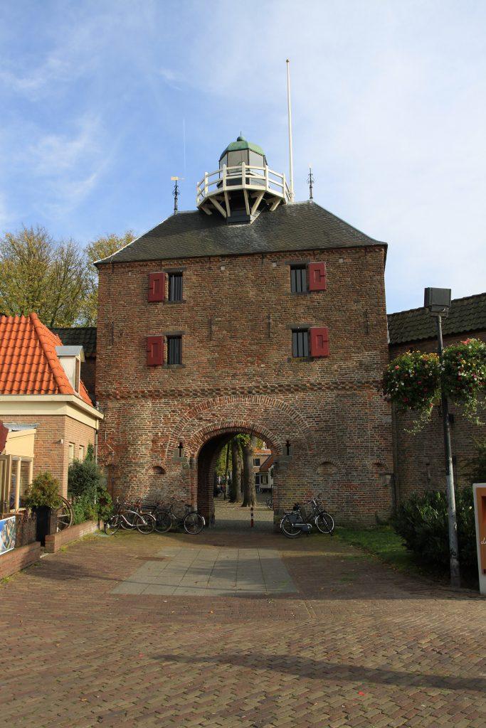 Stadttor mit Leuchtturm in Harderwijk