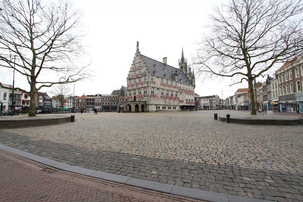 Grosser Markt in Gouda mit Rathaus