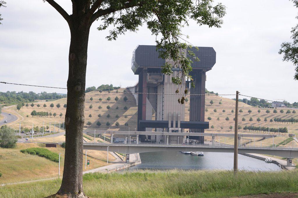 Der Schiffslift von Strépy-Thieu von der anderen Seite gesehen