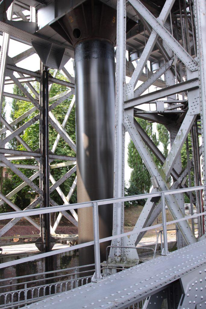Der Kolben von 2 Metern Durchmesser