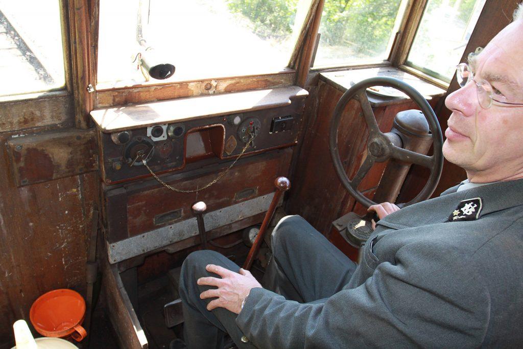 Im Führerstand des Dieseltrams