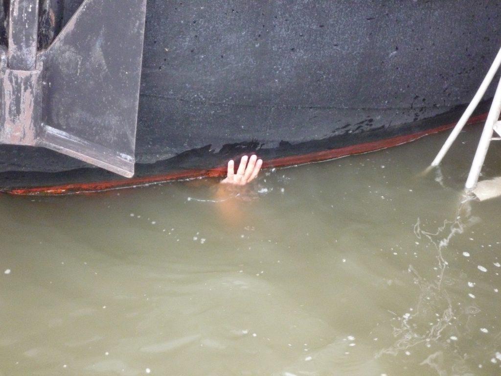 Unterwasserarbeit (Bild Ruth Vögtlin)
