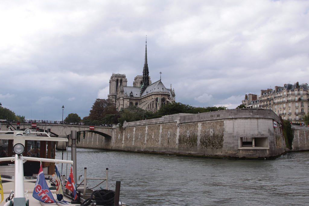 Vorbei an Notre Dame