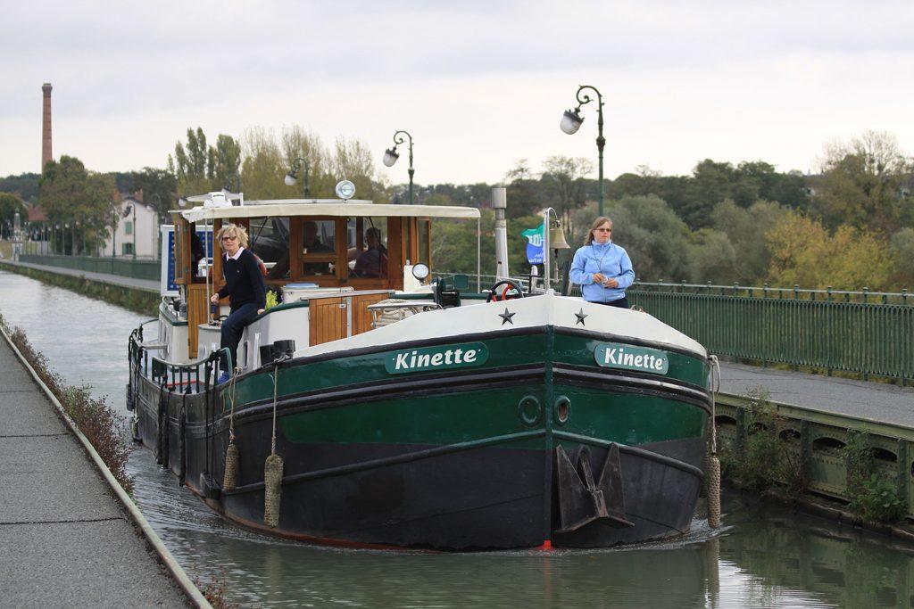 Auf der Kanalbrücke von Briare