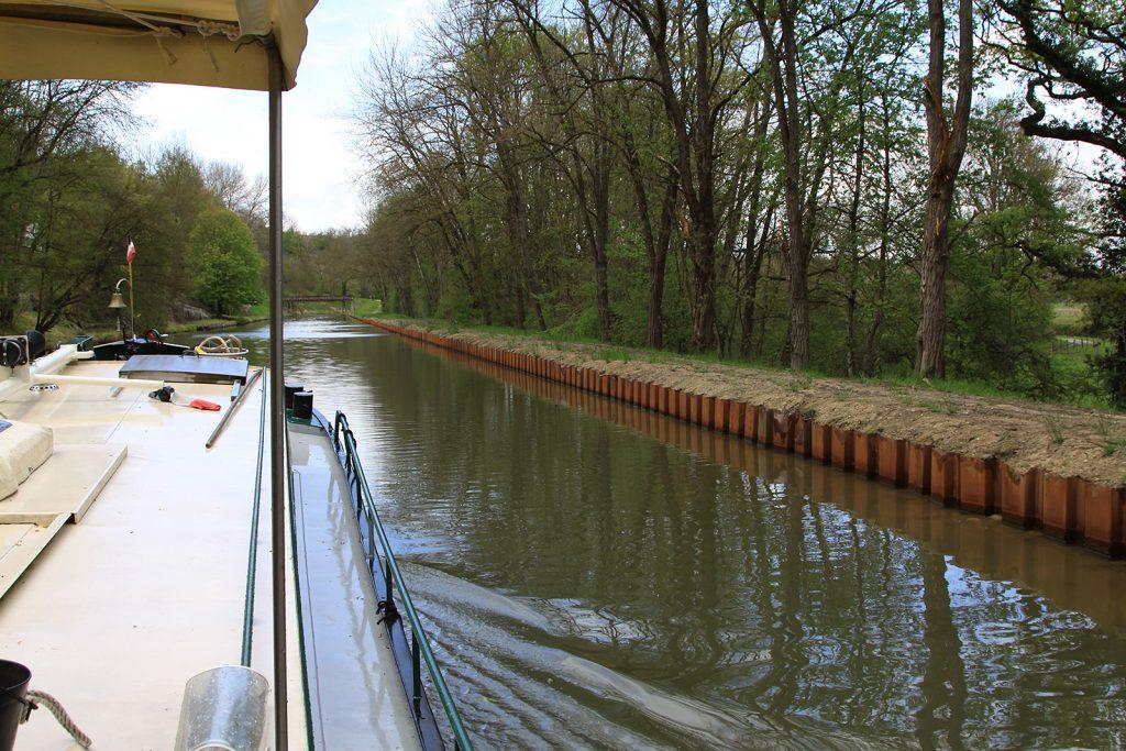 Neue Uferbefestigungen am Canal de Roanne à Digoin
