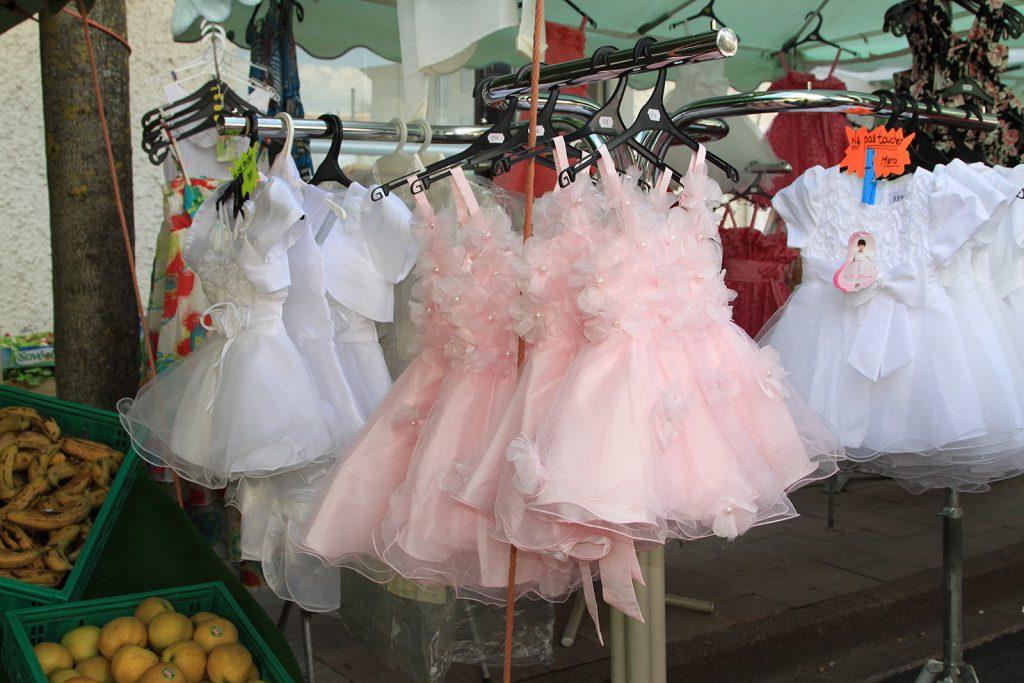Auch diese Kleidchen werden Käufer(innen) finden...