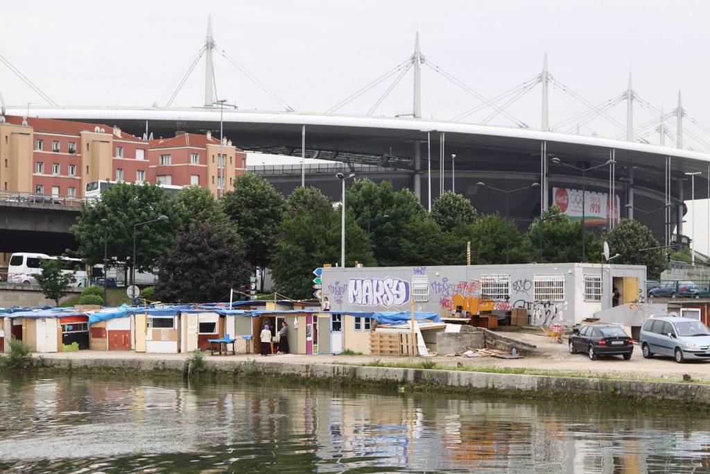 Slumsiedlung vor dem Stade de France