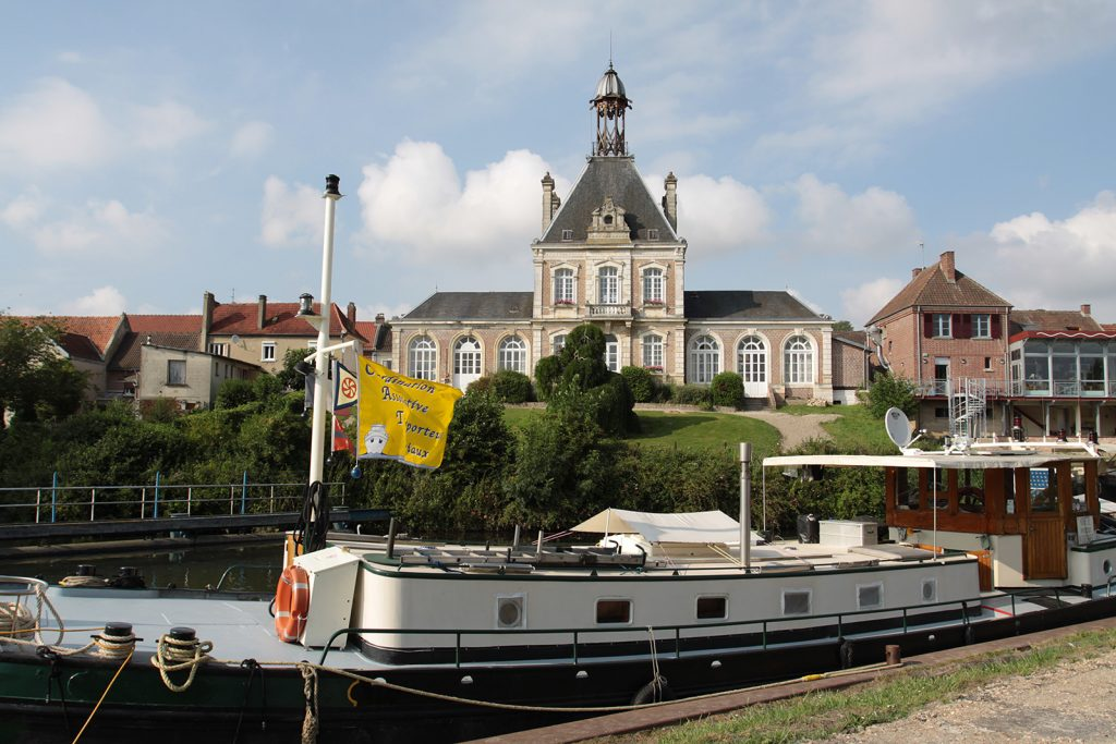 Die Mairie (Gemeindehaus) von Long