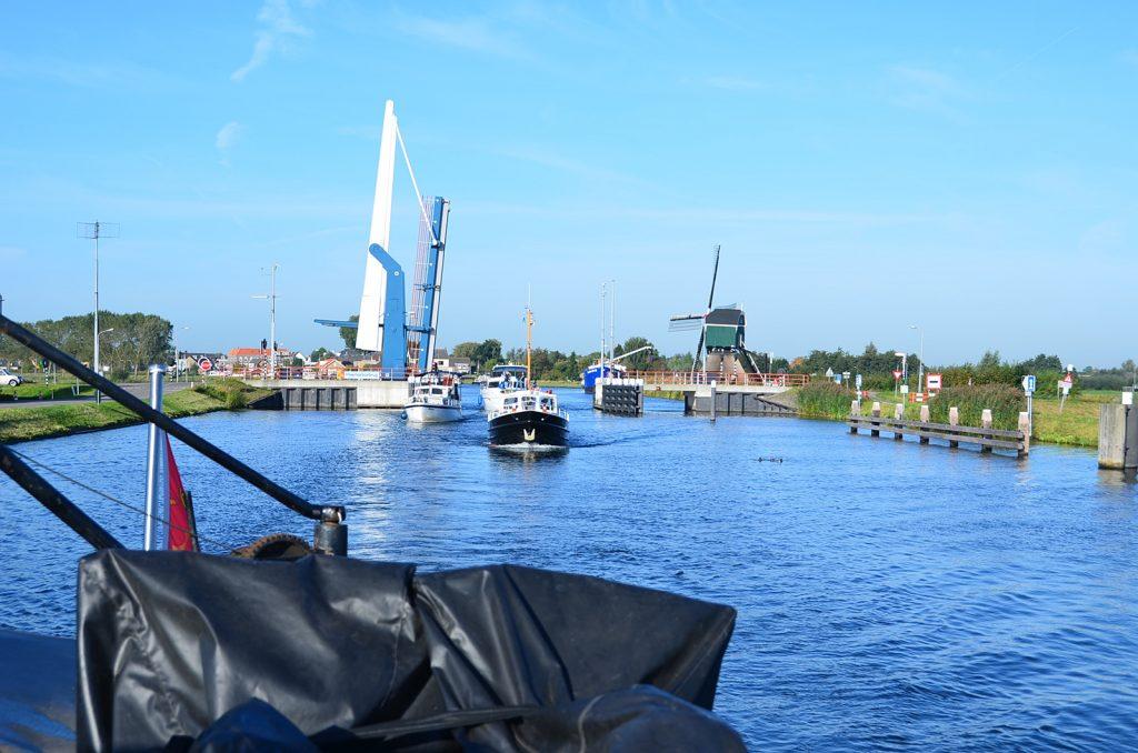 Auf dem Merwedekanal zwischen Meerkerk und Vianen