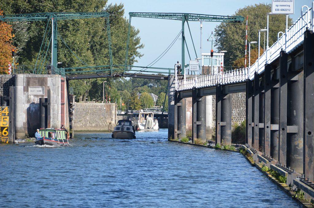 Die mächtige Koninginnensluis in Nieuwegein