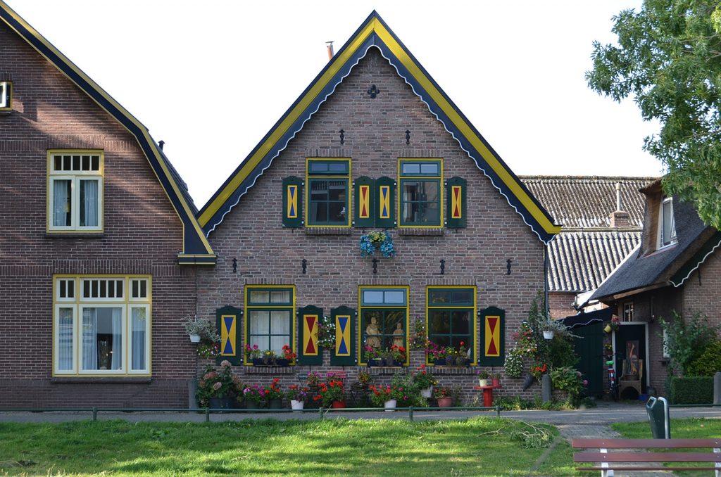 Häuser wie überdimensionierte Puppenstuben