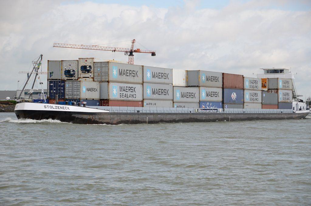 Containerschiff bei Dordrecht