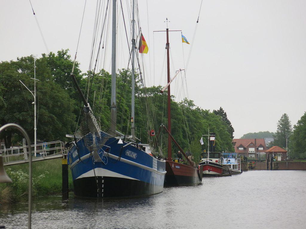 Schiffe vor dem Schifffahrtsmuseum Haren