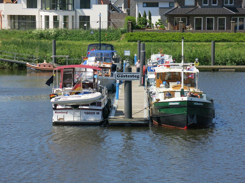 Am Gästesteg des Emspark Yachthafens in Haren