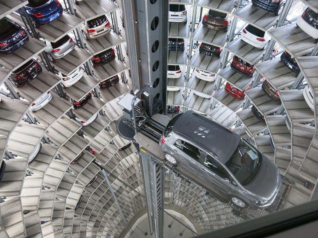 Vollautomatisiertes Auslieferungslager für Neuwagen der Volkswagenwerke
